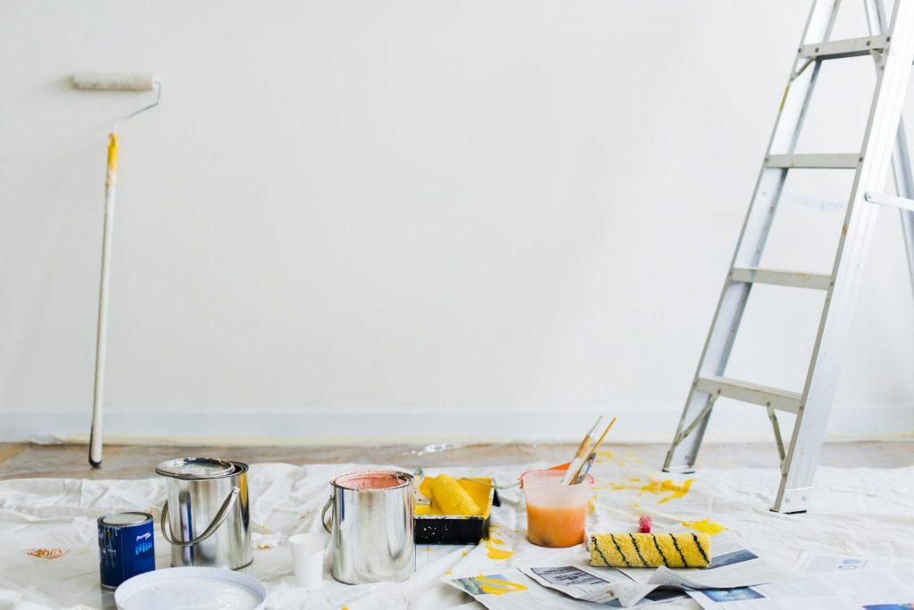 האם אפשר לגור בבית בזמן עבודת שיפוצים קלה