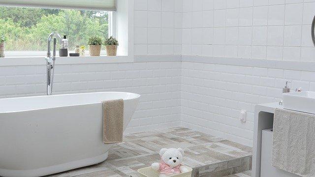 שיפוץ אמבטיה קומפלט – על עלויות ודרכים לצמצמן